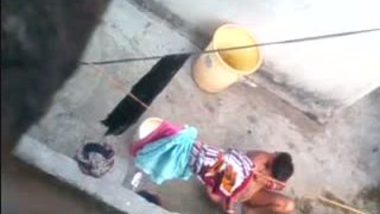 Desi neighbor aunty outdoor free porn bathing clips