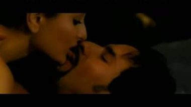 Kareena And Saif Bedroom Scene