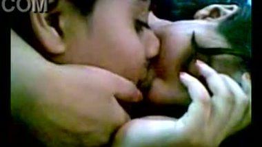 Mumbai girl's first time smooch clip