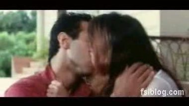 Preethi Jagiyani Hot Kiss Scene – FSIBlog.com