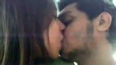 Karachi Romantic Kiss