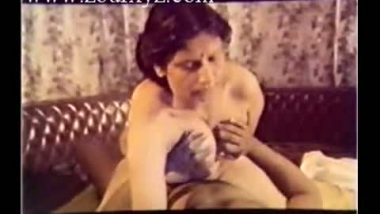 Mallu mature aunty hard sex with director in B-grade movie