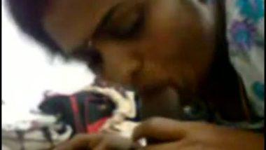 Tamil girl Niranjana's deep blowjob to sex partner