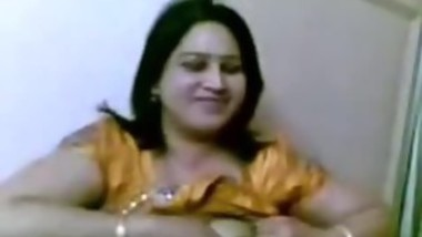 bhabhi showing boobs to lover