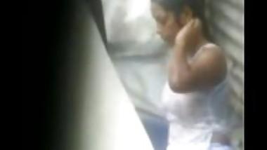 Desi woman topless bathing hot hidden sex tape