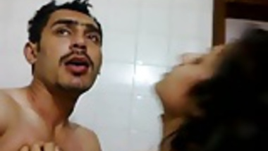 MUSLIM AUNTY GETTING SLAP AND HUMILIATED BY HINDU COCK-