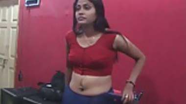 Sexy Desi With Deep Navel and Boobs