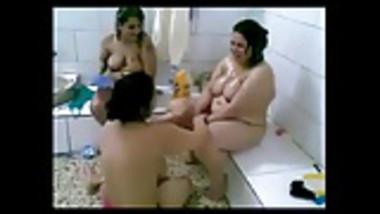 AMATEUR ARAB GIRLS NAKED IN BATHROOM