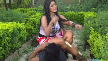 Outdoor sexy video desi girl romance in rain
