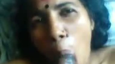 Mallu aunty blowjob mms video of a desi housewife.