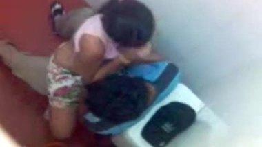 Desi sex MMS taken in a men's restroom