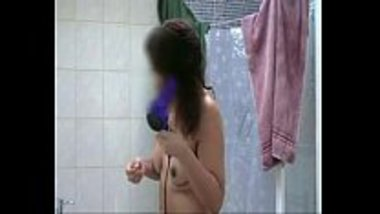 Hot MMS of a topless bhabhi drying her hair