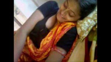 Enjoying Hot Body Of Sexy Telugu Bhabhi