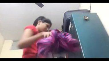 Hot Bhabhi From Patna Changing Her Bra
