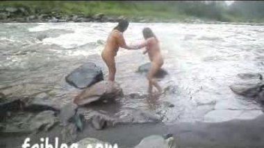 Sexy NRI bhabis open bath on river 2