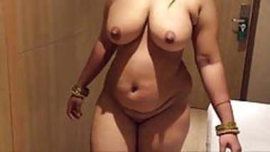 Hot desi milf mom in hotel