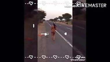 Pink Rahul Jaipur - Daring wife stripping nude on highway