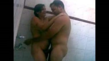 Sexy Aunty Having Shower With Tenant