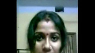 Cute and Hot Bengali bhabhi showing her big boobs