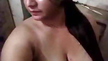 booby girl showin gigantic boob