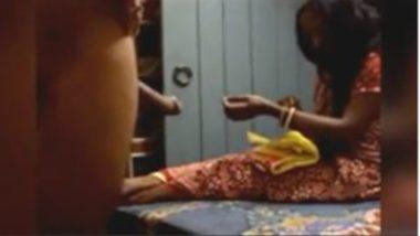 Mature Aunty Enjoying Desi Penis Flash